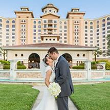 Wedding Couple in front of Rosen Shingle Creek®